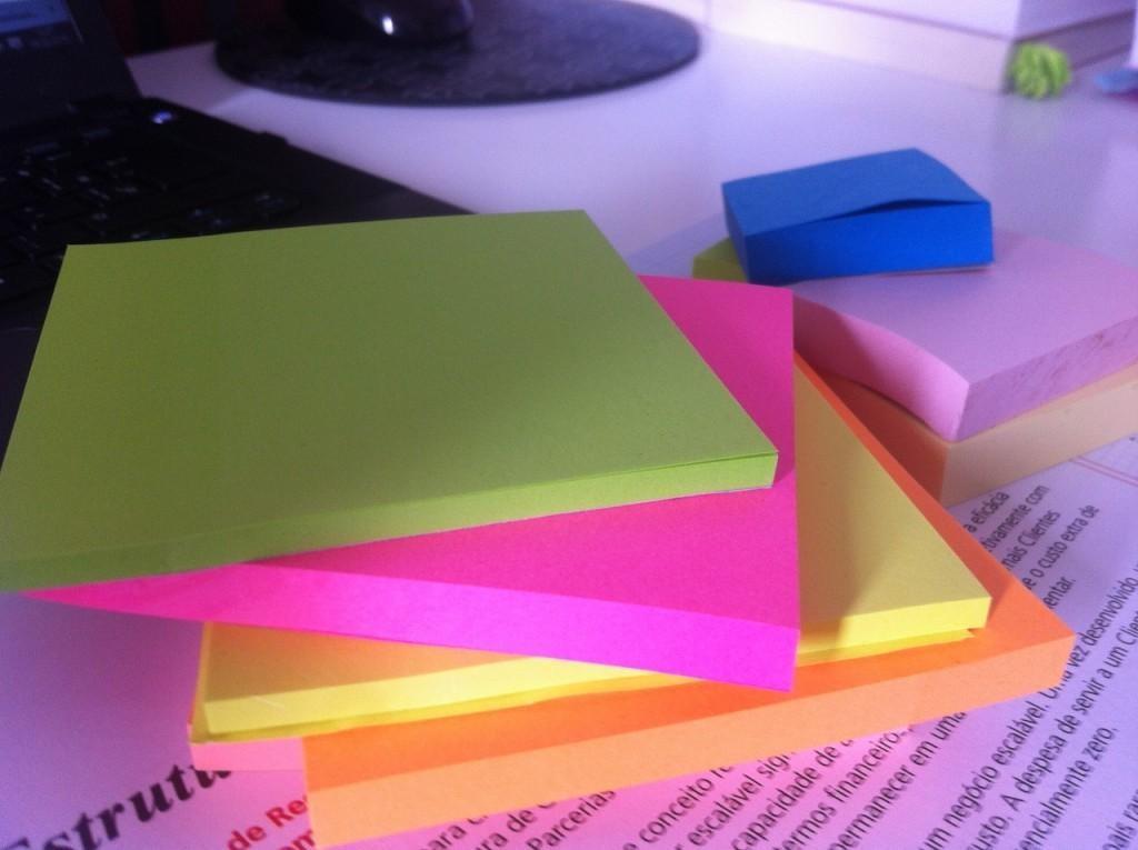 Post-Its para fazer o seu Business Model Canvas